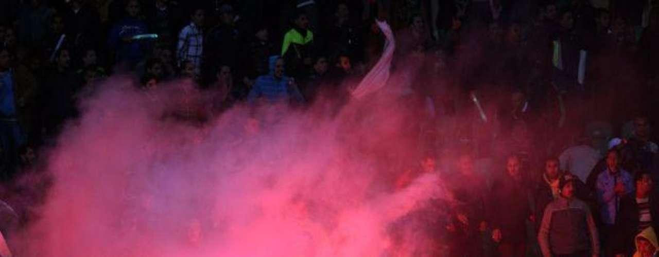 1 de Febrero 2012- Port Said, Egipto: La televisión nacional de Egipto reporta 73 muertes después de que hinchas de los equipos rivales Al-Masry y AL-Ahly se enfrentaron después del partido.  También se reportan más de 1,000 heridos, resultando en la cancelación de la liga.