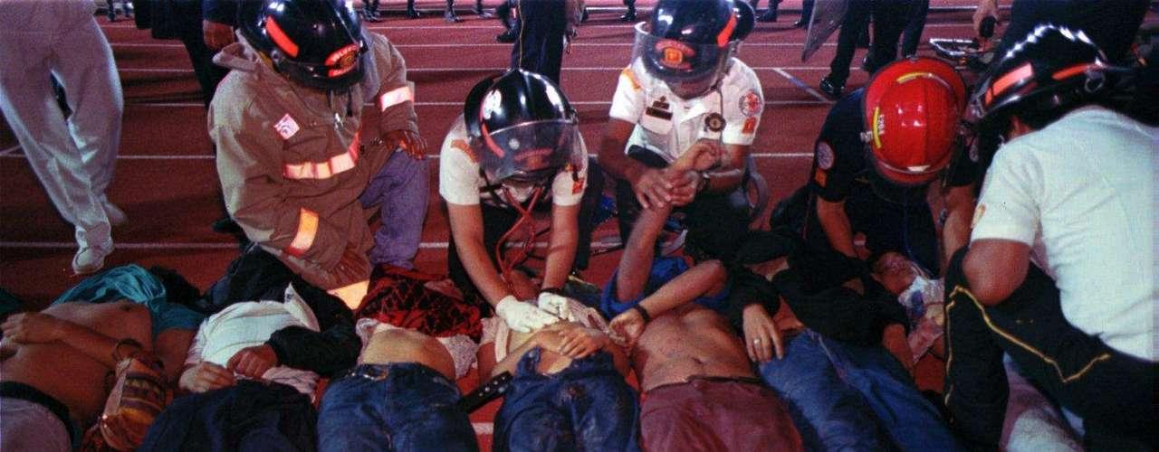 16 de Octubre 1995-Guatemala: 78 personas mueren en una estampida durante una eliminatorias de CONCACAF para el mundial de Francia de 1998 entre Guatemala y Costa Rica.