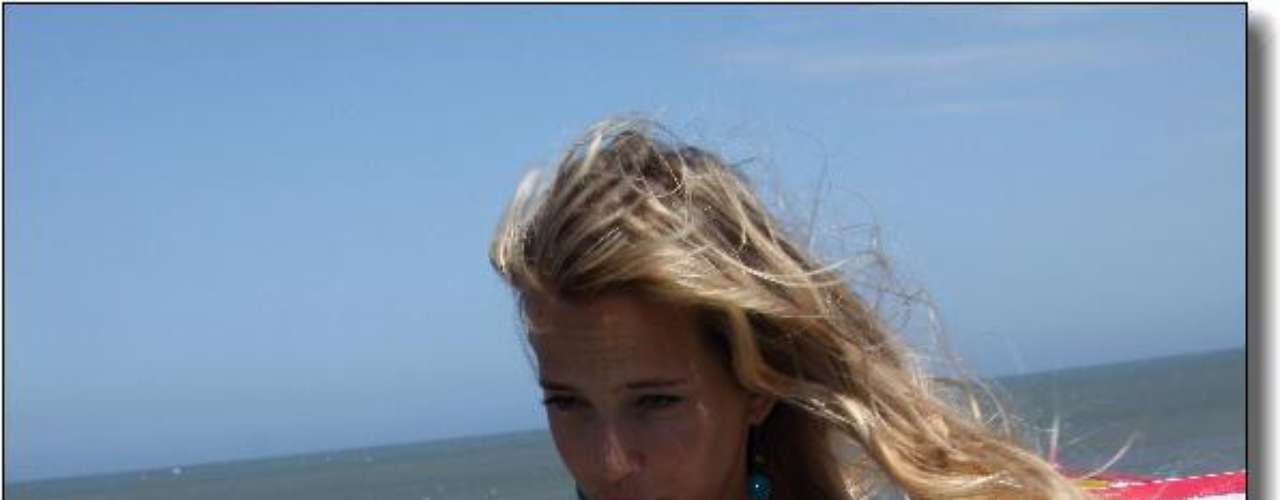 Luisana Lopilato viajó a Mar del Plata para presentar su libro de cocina y lo hizo en la playa frente a una gran cantidad de seguidores que se acercaron para verla y para sacarse fotos con ella. La actriz, que está casada con el cantante canadiense Michael Bublé, presentó su primer libro \