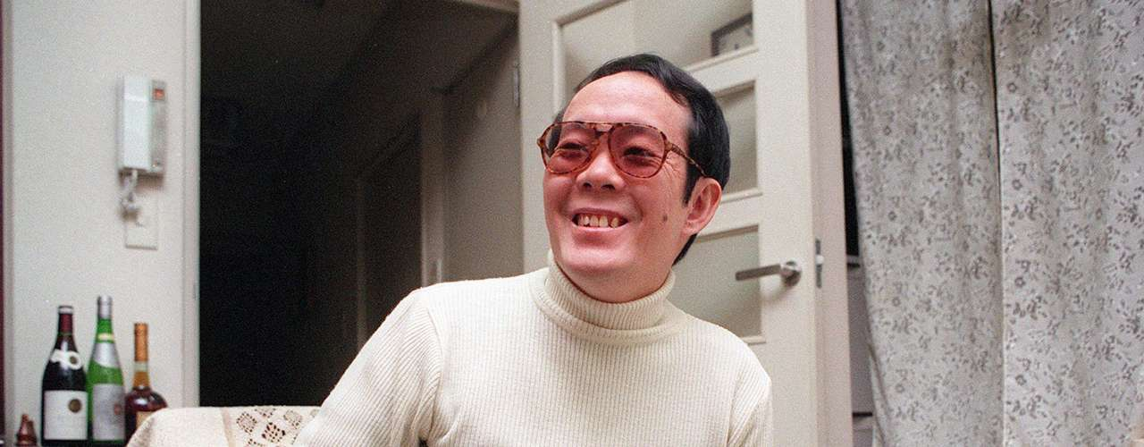 Issei Sagawa: En 1981, cuando estudiaba literatura en la Universidad de La Sorbona en París,  Issei invitó a una compañera de estudios, la holandesa Renée Hartevelt. En la cena le disparó por la espalda, cometió necrofilia, y comenzó a devorarla por partes. Fue descurbierto cuando desechaba los restos pero no lo juzgaron al ser declarado demente. Fue deportado a sus país y liberado 15 meses después. Ahora es una celebridad en Japón.
