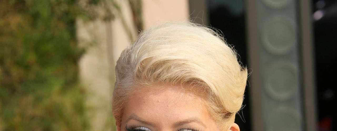 Así lucia en el año 2007.  La cantante Christina Aguilera ha sufrido una impresionante transformación a través de los años, en el que no sólo el rastro del tiempo ha dejado huella, sino también un cambio de imagen en su figura y forma de vestir.
