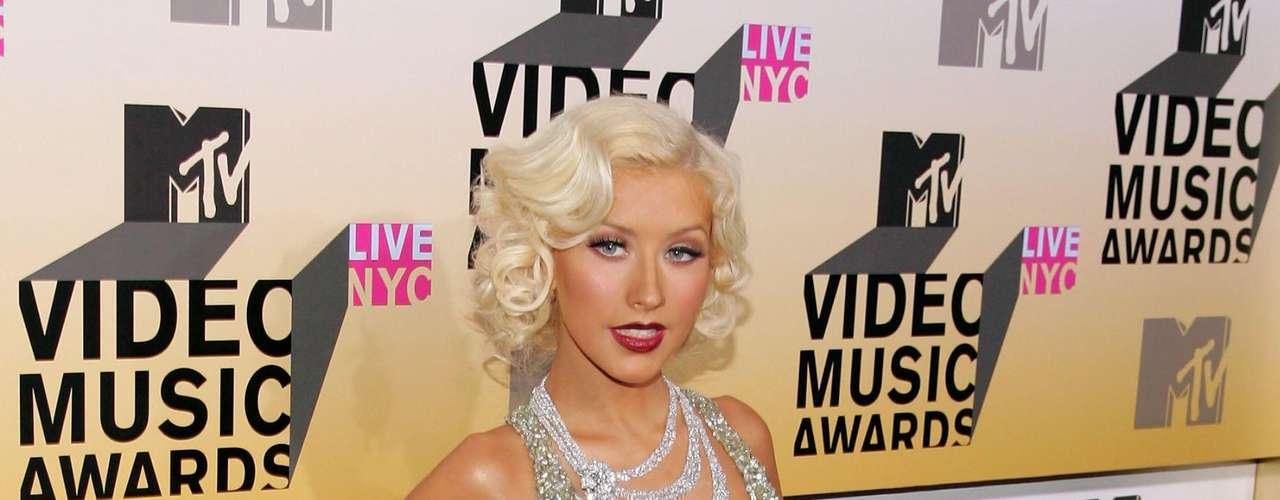 Así lucía en el 2006.  La cantante Christina Aguilera ha sufrido una impresionante transformación a través de los años, en el que no sólo el rastro del tiempo ha dejado huella, sino también un cambio de imagen en su figura y forma de vestir.