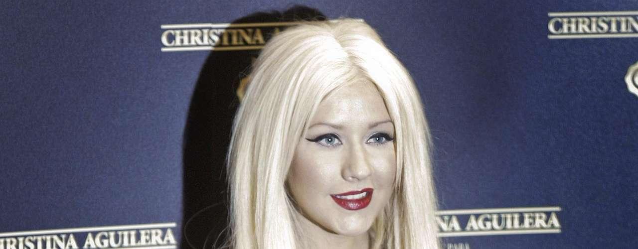 Así lucía en el 2011.  La cantante Christina Aguilera ha sufrido una impresionante transformación a través de los años, en el que no sólo el rastro del tiempo ha dejado huella, sino también un cambio de imagen en su figura y forma de vestir.