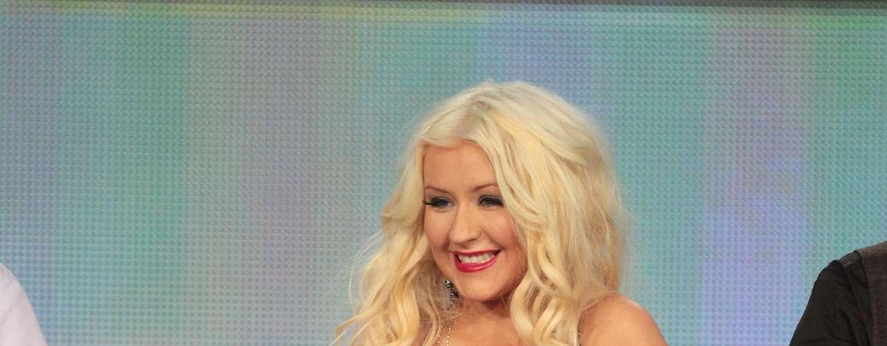 Así luce en el 2012.  La cantante Christina Aguilera ha sufrido una impresionante transformación a través de los años, en el que no sólo el rastro del tiempo ha dejado huella, sino también un cambio de imagen en su figura y forma de vestir.