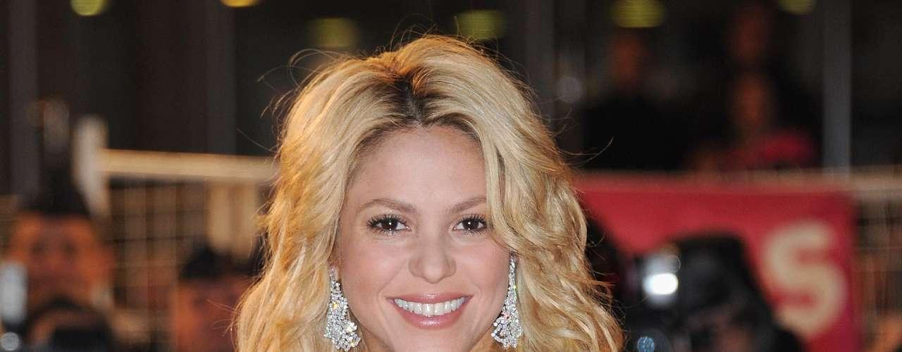 Shakira, en el sitio 11, se volvió famosa por sus movimientos de cadera, pero con el paso del tiempo ha mostrado tener más encanto que eso. La cantaauntora colombiana mostró su figura en el video de 'Rabiosa', colocándose en las preferencias de los lectores de 'Zoo', quienes le otorgaron un espacio en su lista de las mujeres con la mejor cola del mundo.
