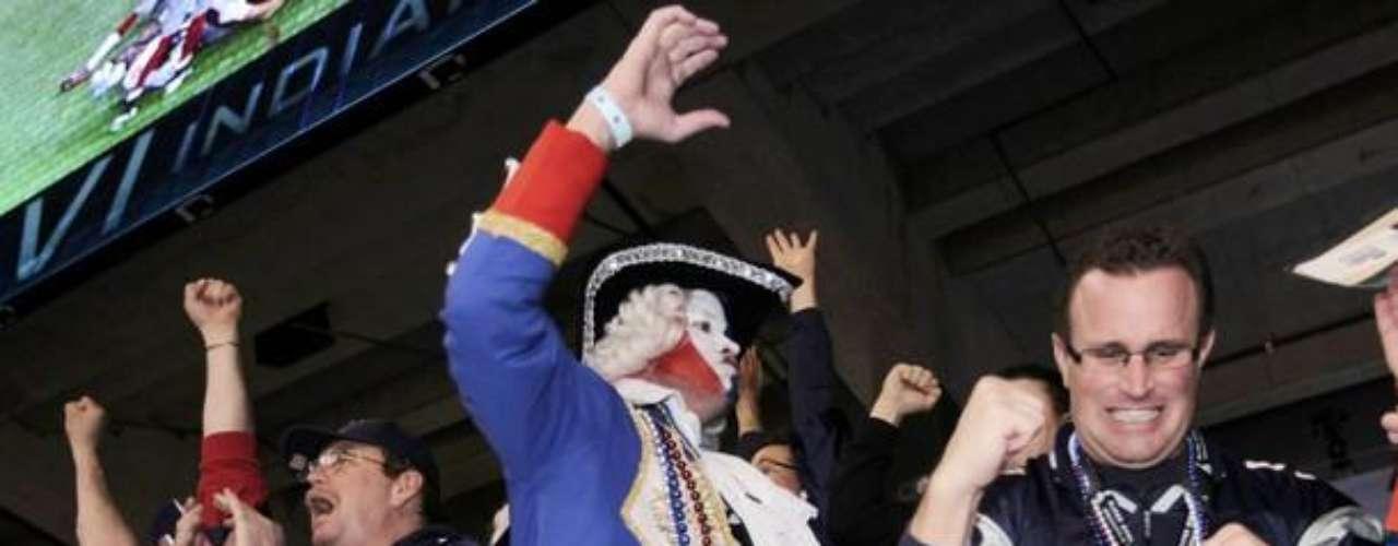 Vestidos y programados, los aficionados de Nueva Inglaterra no creían lo que veían