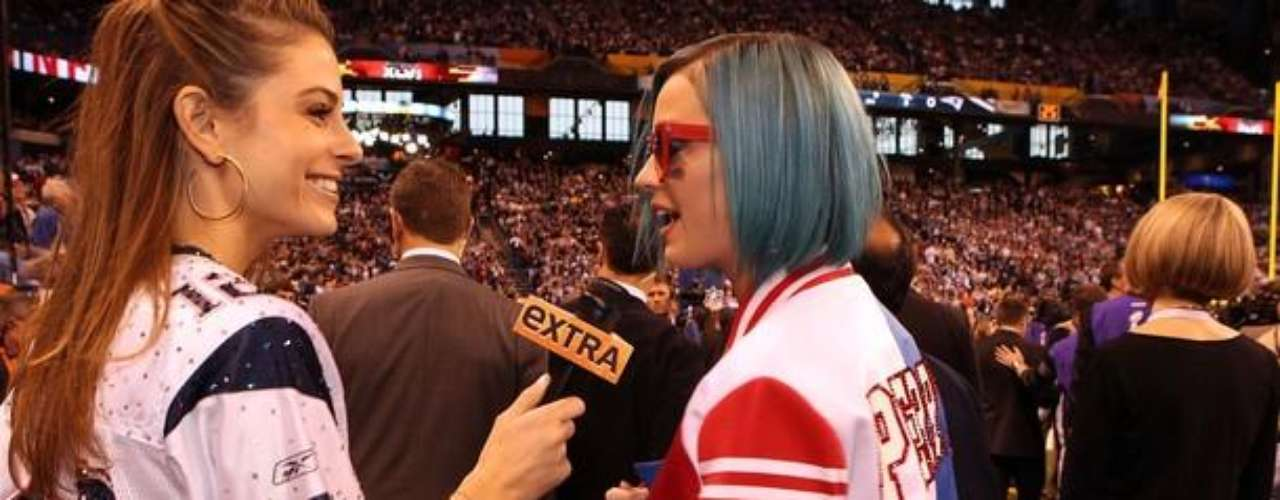 Maria Menounos y Katy Perry, dos de las bellezas presentes en el Super Bowl