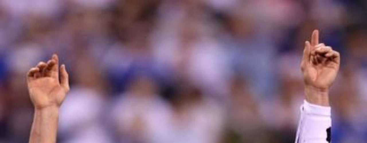 Tom Brady celebra tras realizar un pase de 12 yardas que terminó en un touchdown para los Patriots