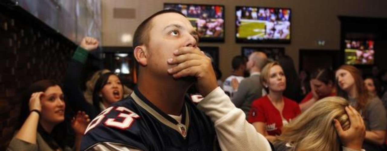 Los fans de los Patriots sufrieron durante todo el partido. Su sufrimiento se les extendió tras perder nuevamente con los Giants en un Super Bowl