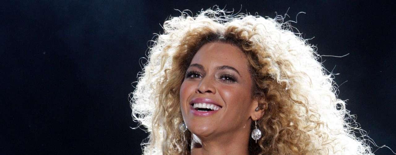 Beyoncé no puede faltar en la lista en la que destacan las mejores colas, la esposa de Jay-Z se colocó en el puesto 15 de este ranking.