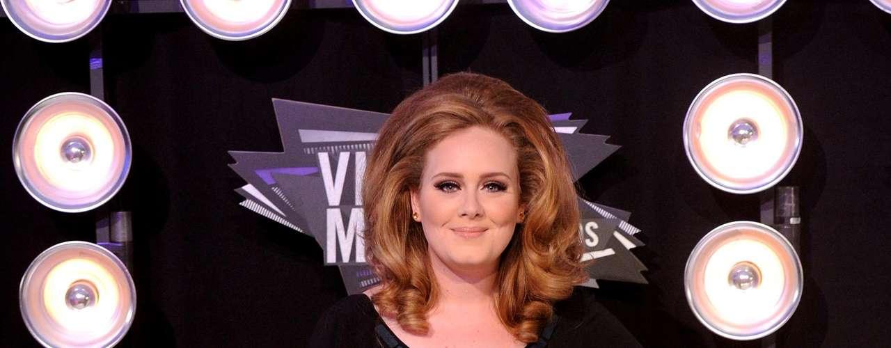 El director creativo de Chanel, Karl Lagerfeld - quien aseguró que las declaraciones a un periódico francés en las que llamó a Adele gorda se sacaron de contexto -  se disculpó, y ahora es la artista de 23 años la que ha asegurado que nunca aspiró a ser delgada.
