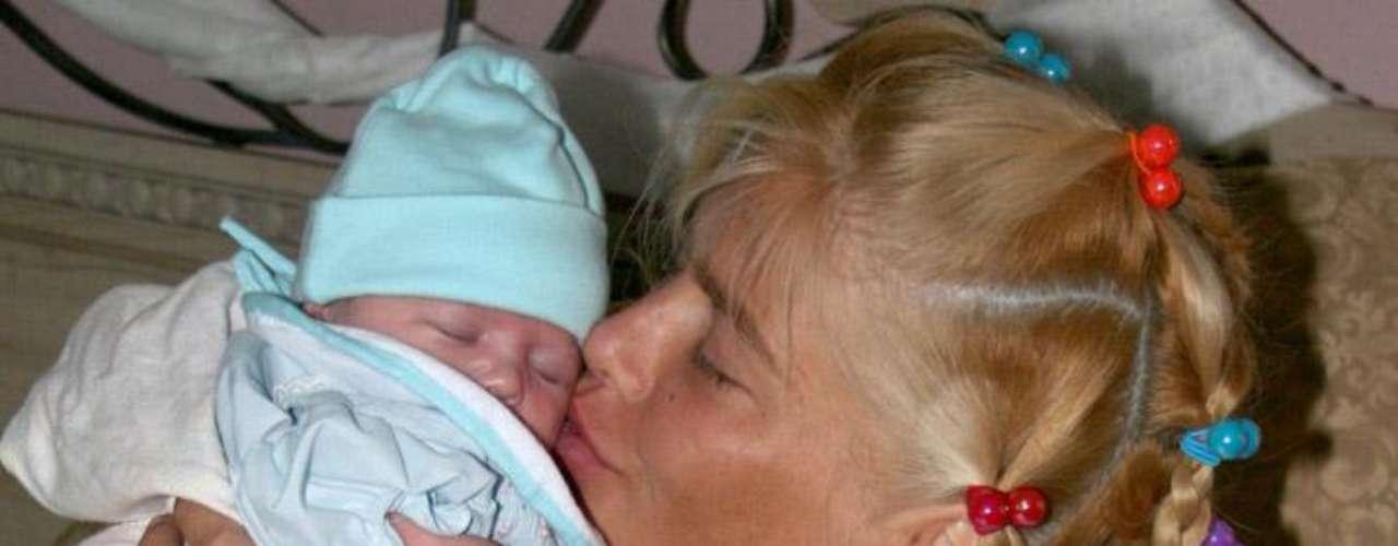 Amigos cercanos de Anna Nicole Smith aseguran que tras la muerte de su hijo Daniel, y a pesar del reciente nacimiento de Dannielynn, la actriz nunca superó la pérdida y vivió sus últimos meses sumida en depresión.