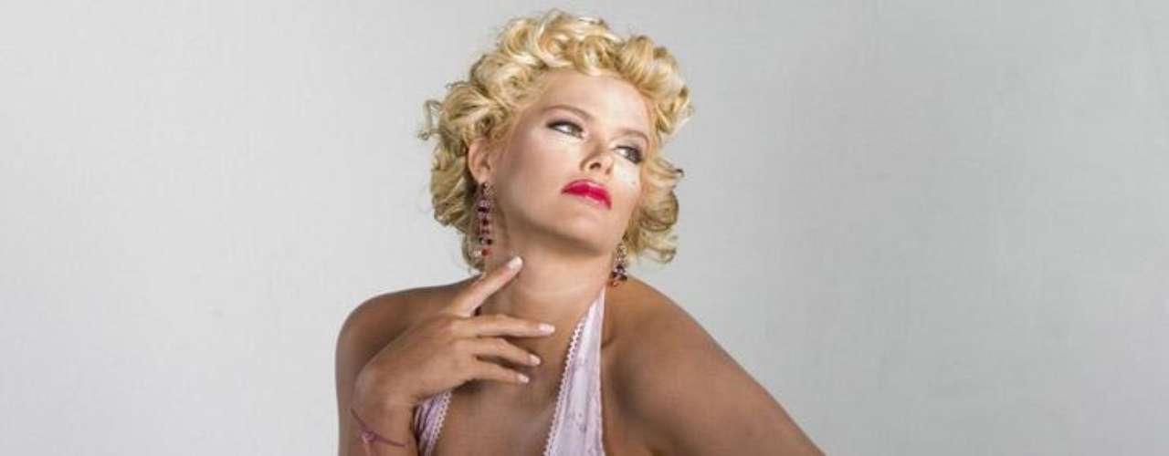 Anna Nicole Smith murió a los 39 años de edad y aún es recordada por el público que siempre se sintió atraido por su encanto y simpatía.