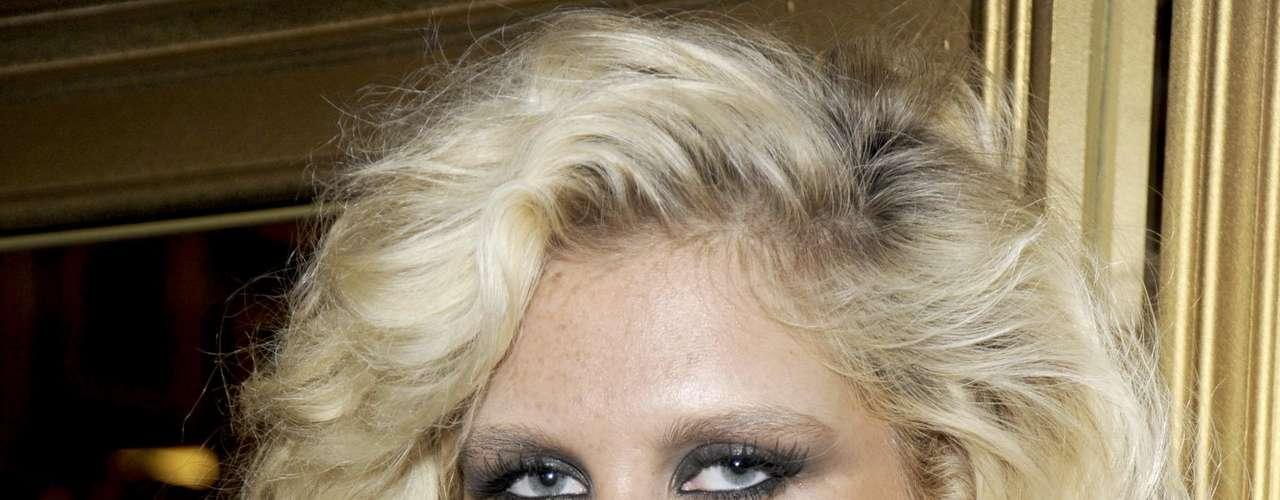 Kesha: Algunas imágenes de la cantante donde supuestamente aparecía teniendo relaciones con su novio sorprendieron al mundo entero. Sin embargo, ni Kesha ni sus representantes confirmaron la autenticidad de las fotos.