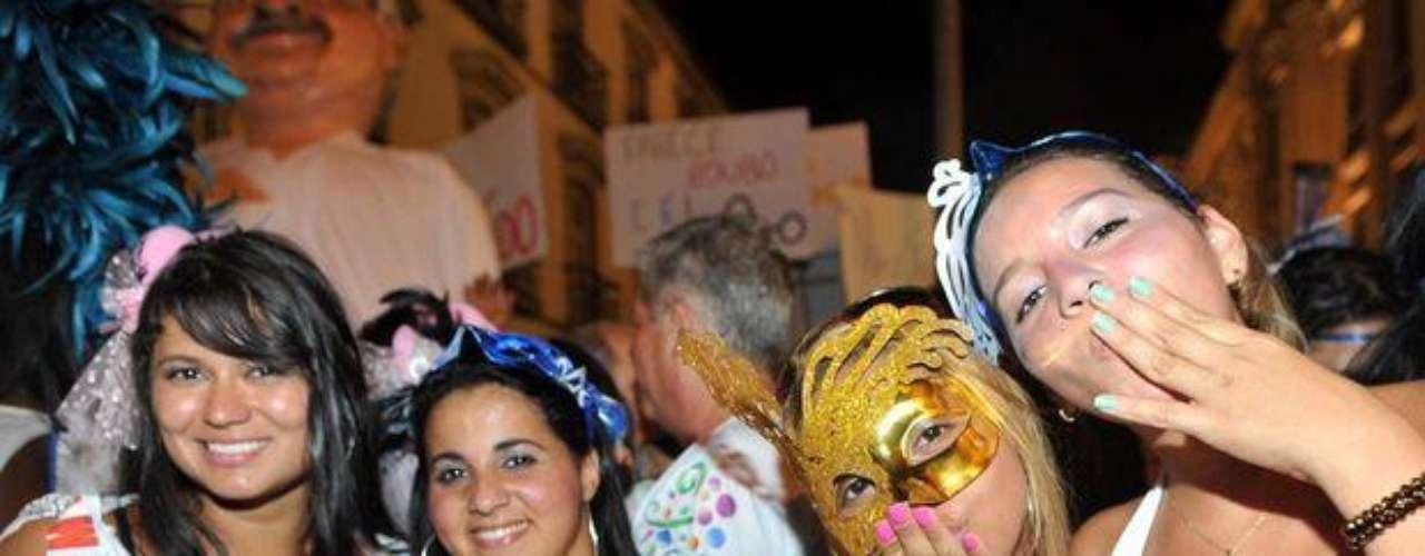 Cerca de 1500 personas acompañaron a la banda  la noche del jueves