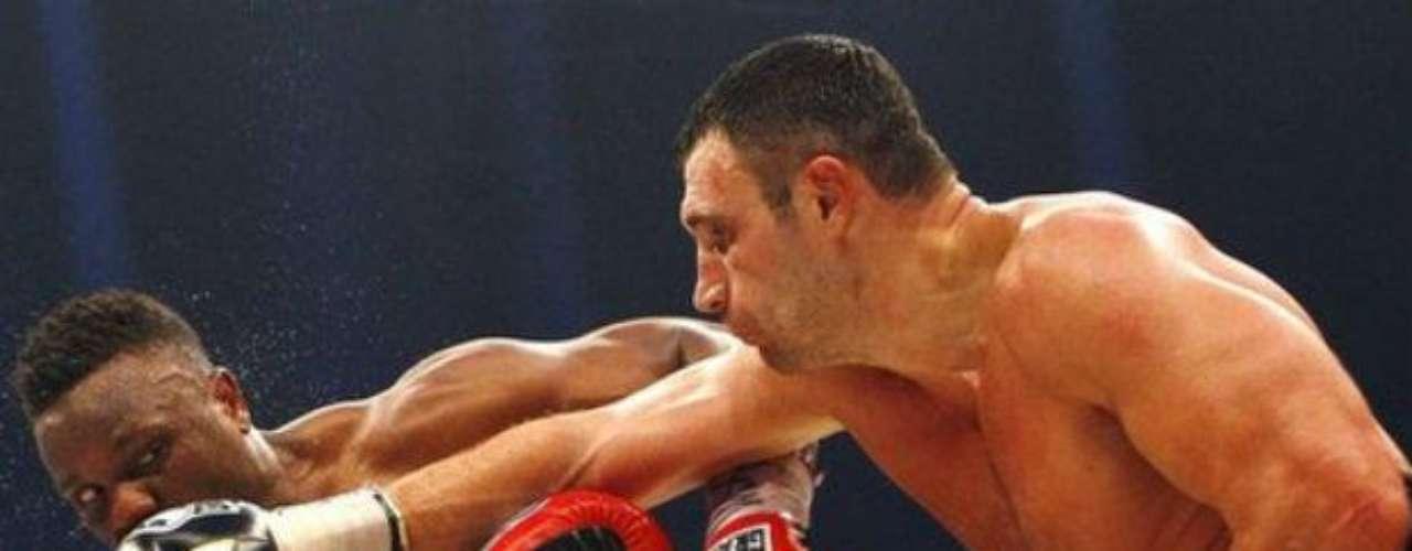 Klitschko se enfureció, pero demoró un rato para controlar la agresividad del británico de 28 años. La diferencia estuvo en su mayor alcance y experiencia.