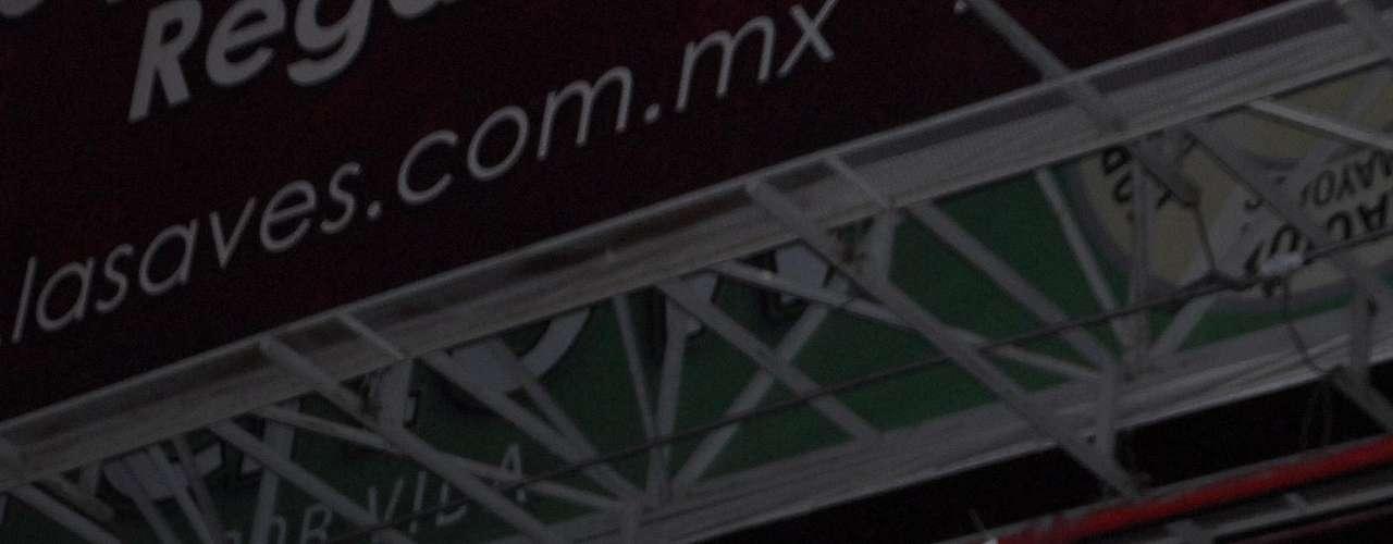 Integrantes de la delincuencia organizada realizaron bloqueos en diferentes puntos del área metropolitana de Monterrey y colocaron mantas contra un grupo rival en puentes peatonales como en Félix U. Gómez y Constitución.