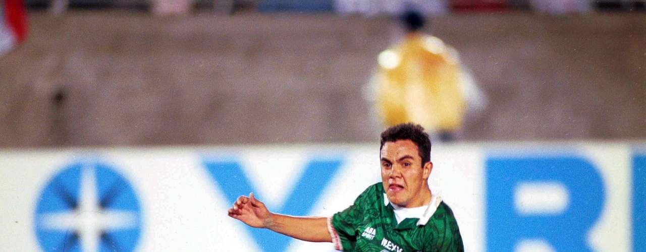 Cuauhtémoc Blanco jugó la Copa de Oro de 1996. Vencieron 2-0 a Brasil. En la imagen, es el momento del segundo gol de México.