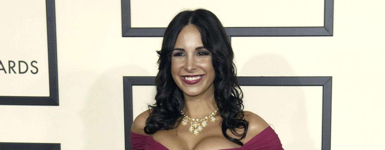 Mayra Verónica: Se ve que a Reggie Bush le gustan las latinas, ¿por eso habrá firmado con los Delfines de Miami?. También estuvo un tiempo con la cantante Mayra Verónica en el 2010.