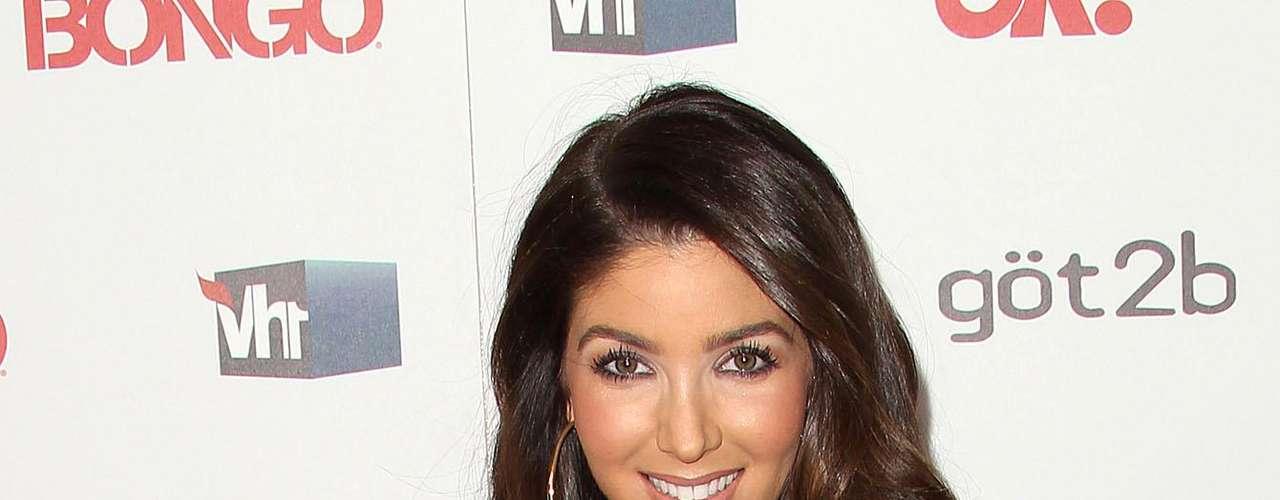 Melissa Molinaro: La novia mas reciente de Reggie Bush tiene un parecido tan fuerte a su ex novia Kim Kardashian, que Kardashian demandó a Old Navy por usar a Molinaro en un comercial, alegando que estaban aprovechando de su parecido con Kardashian para promover su tienda.