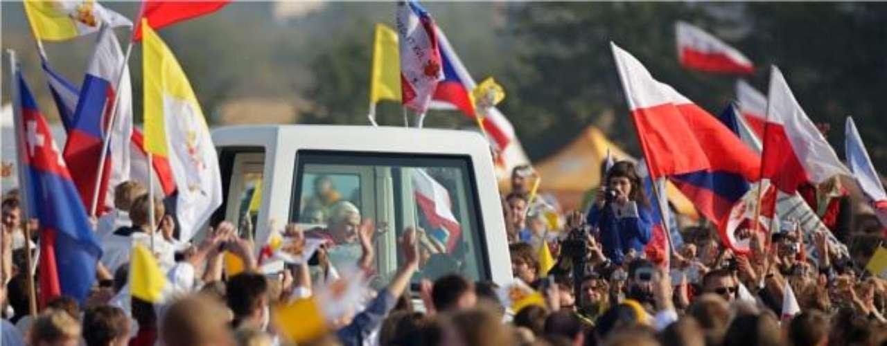 República Checa, del 26 al 28 de septiembre de 2009. Para la realización de este viaje, con motivo del Día de San Venceslao, el Papa aceptó la invitación de los obispos checos y del presidente de la República Checa, Václav Klaus.