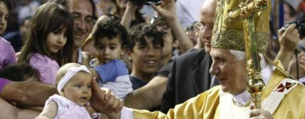 Chipre, del 4 al 6 de junio de 2010. En este país, Benedicto XVI estuvo en la ciudades de Paphos, Nicosia y Larnaca. El motivo del viaje fue la entrega personal del Papa del Instrumentum Laboris de la Asamblea Especial para Oriente Medio del Sínodo de los Obispos.