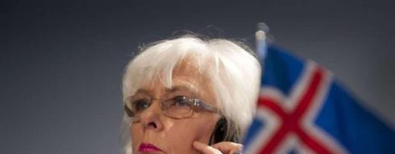 Jóhanna Sigurdardóttir: En 2009 se convirtió en la primera mujer en asumir el cargo de primer ministro de Islandia. Lesbiana declarada, se convirtió en la primera jefa de gobierno reconocida como miembro de la comunidad gay mundial.