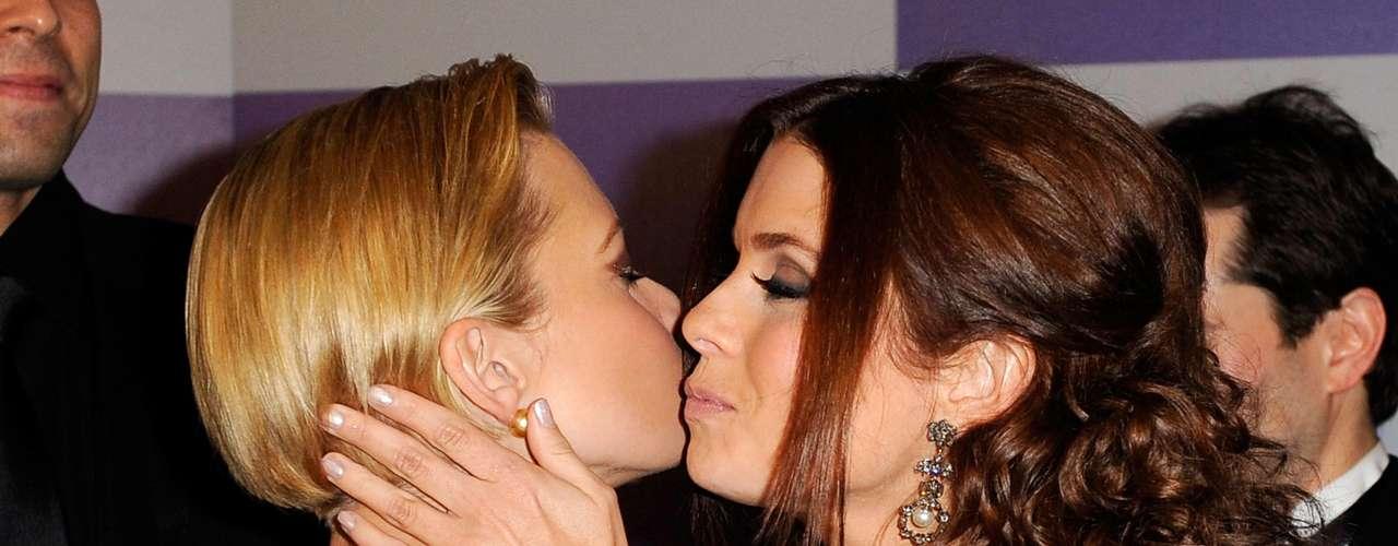 Jamie Pressly también fue besada por Sandra Bullock.