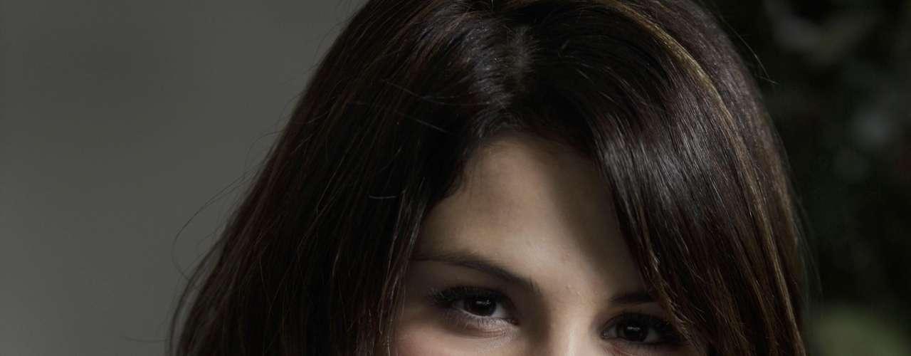 Selena Gómez muy angelical, en un lindo retrato capturado en el año 2009.