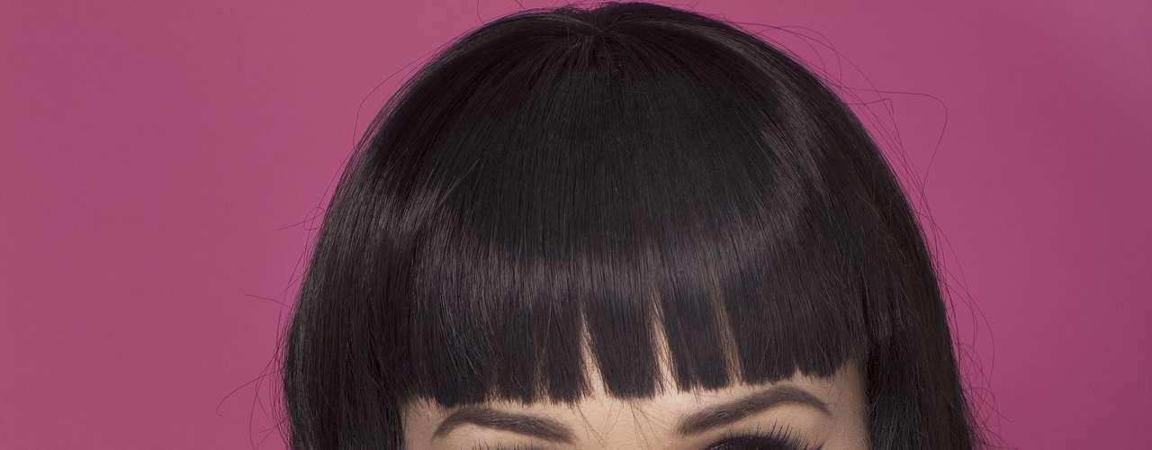 Katy Perry destaca sus atributos para encender las pasiones de los caballeros.