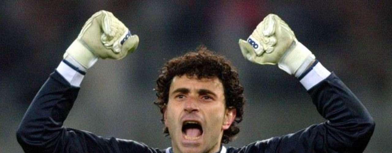 Otro que sufrió un cáncer testicular y pudo superarlo fue el español José Francisco Molina, quien estuvo durante el 2002 luchando contra le enfermedad. Un año después regresó con el Deportivo La Coruña.