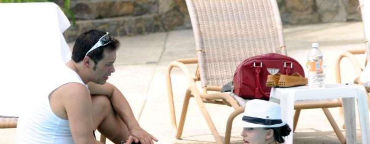Y la lente del paparazzi la siguió hasta la piscina para captarla, literalmente, por todos los ángulos.Síguenos en:     Facebook -   TwitterKate del Castillo y sus amigas muestran cuerpazo ¡en la playa!David Zepeda se muestra en paños menores en TwitterActrices de novela: ¿De quién es esta gran 'pechonalidad'?Estrellas de novela que se han desnudado en PlayboyEntra a la página de 'Abismo De Pasión'