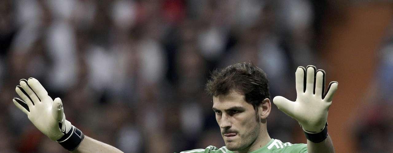 Aunque no es uniforme de equipo, la camiseta verde de portero de Iker Casillas es una de las más icónicas no solo por ser campeón del mundo sino el mejor portero del mundo.