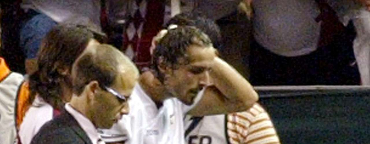 On August 25, 2007 in a match between Sevilla and Getafe, Antonio Puerta, in the 28th minute, passed out because of a cardiac arrest. Despite leaving the field by his own will he suffered five other attacks and was transferred to the hospital at hafltime where he would die.