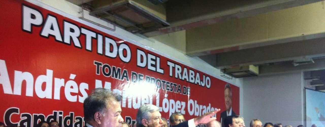 Andrés Manuel López Obrador presumió, a travez de la cuenta @CoordAMLO, el momento en el que rendía protesta como candidato a la presidencia por el Partido del Trabajo.