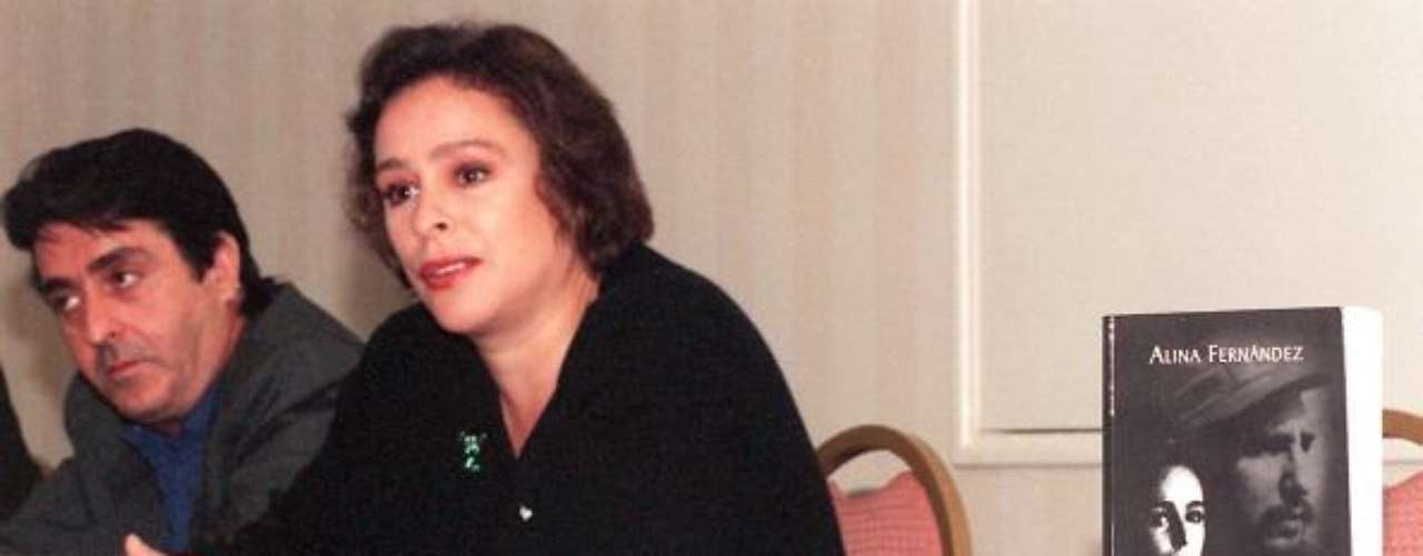 Pero en el año 1956, cuando Fidel salió de la cárcel, tuvo tres hijos en el mismo años.  Alina Fernández (foto), que lleva el apellido del esposo de su madre. También están Francisca Pupo, que no fue reconocida y Jorge Ángel Castro Laborde, hijo de María Laborde.