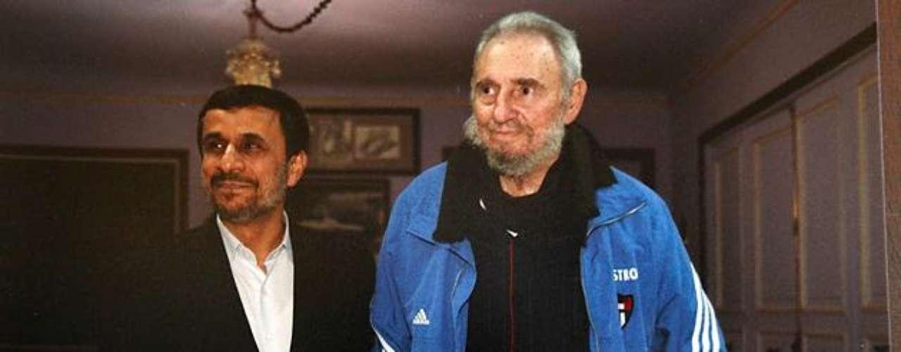 11 de enero de 2012: Se reunió con el presidente iraní Mahmoud Ahmadinejad en La Habana.
