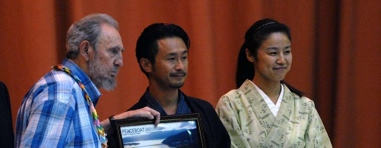 21 de septiembre de 2010: Se reúne con 600 pacifistas japoneses del \