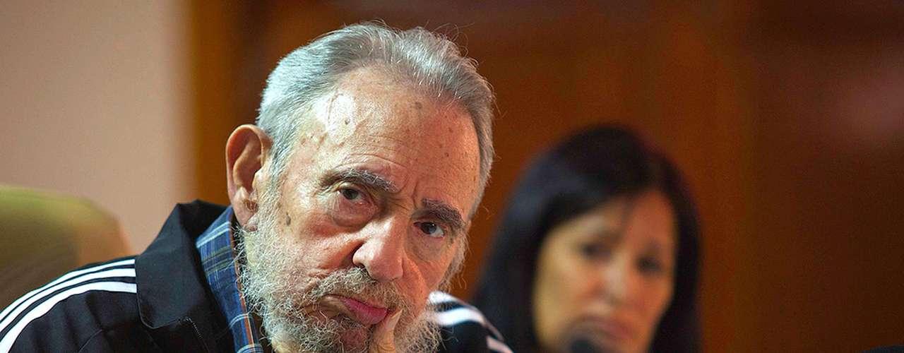 3 de febrero de 2012: Presentó los dos tomos de sus nuevas memorias Guerrillero del Tiempo, en el Palacio de Convenciones de La Habana.