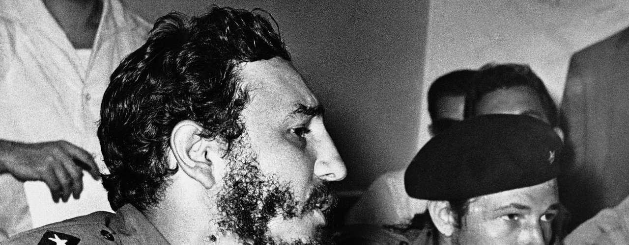 """Los intentos para su """"desaparición física"""" comenzaron desde el mismo momento en que encabezó la Revolución Cubana en 1959. De acuerdo con el general retirado, Fabián Escalante, que durante muchos años dirigió los servicios de inteligencia cubanos, el periodo más peligroso para la vida del comandante fue en 1963."""