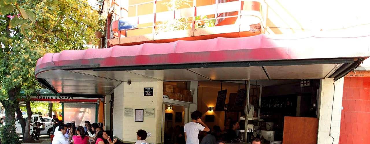 El vértice que forman las calles Río Nilo y Río Pánuco de la Colonia Cuauhtémoc alberga un secreto de la gastronomía francesa que pocos tienen el privilegio de degustar. Se trata de el Bistro Arlequín, un restaurante auténticamente galo que sin duda, deleita los sentidos de cualquier comensal con su fantástica cocina.