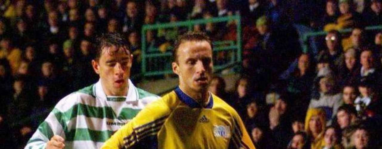 Phil ODonnell: The former Celtic player fell to the grass after his team Motherwell defeated Dundee United 5-2. He died on his way to the hospital.
