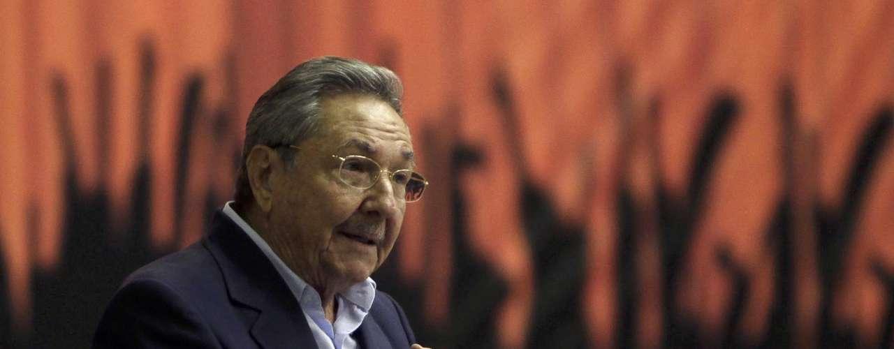 Ese es otro desafío del general-presidente a los cuatro años de Gobierno: formar urgentemente un relevo capaz de mantener el proyecto, pues la generación histórica dirigida por Fidel, siempre pospuso esa tarea.