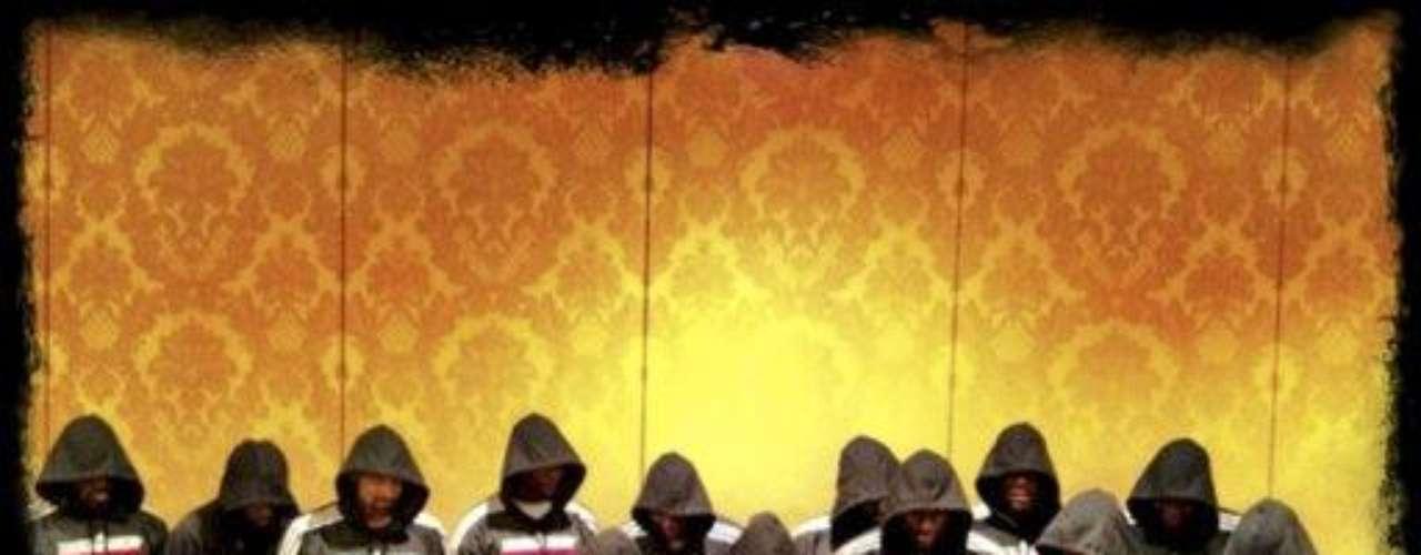LeeBron James envió a través de su Twitter, esta imagen de todos los jugadores de básquet de Miami Heat vistiendo sus capuchas.