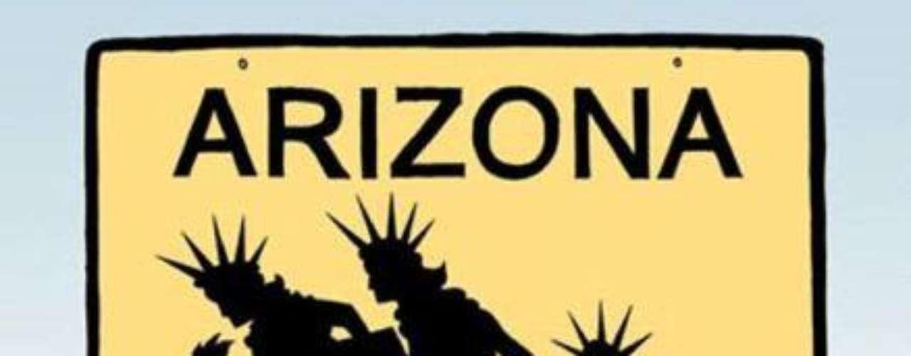 """Una viñeta silenciosa para otra denuncia de lo que Alcaraz considera es su """"militancia artística"""": la salida de inmigrantes de Arizona, representados como cabizbajas estatuas de la libertad, tras la aplicación de controles mayores sobre los indocumentados en este estado fronterizo."""