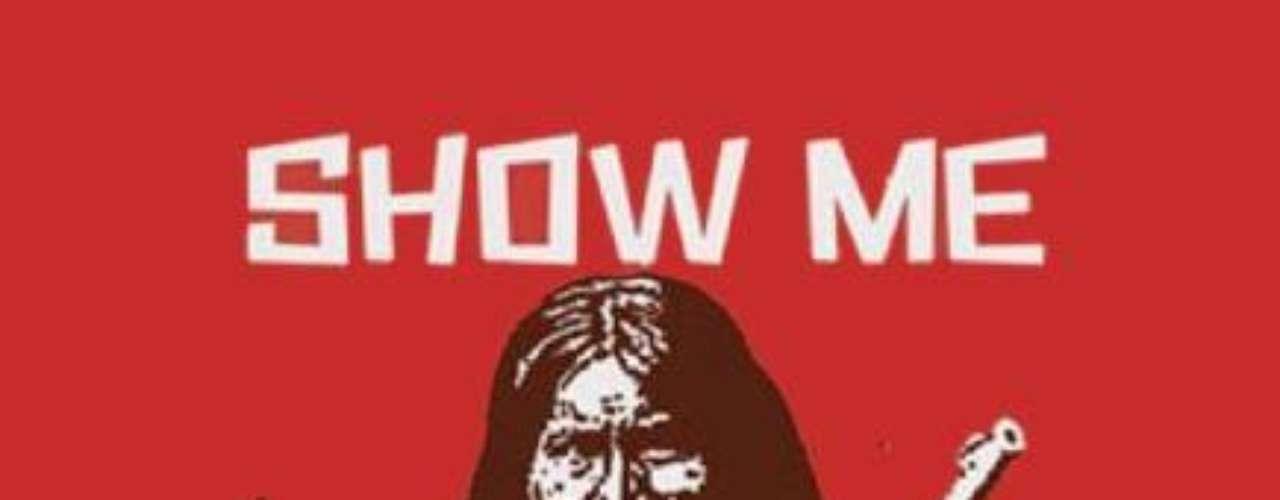 """Alcaraz estuvo vinculado a organizaciones por los derechos civiles en el pasado y se dedicó a pintar murales políticos desde la adolescencia. """"Muéstrame tus papeles"""" es una alusión al territorio que hoy es Estados Unidos y que en el pasado estuvo en manos de grupos aborígenes, un reclamo de pequeñas comunidades de nativos que aún continúa."""