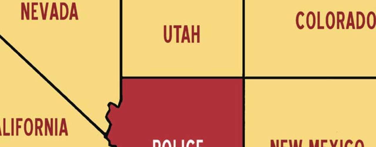 """- Y otra crítica al estado de cosas en Arizona, donde el nombre del estado ha sido reemplazado por el de """"Policía"""". """"Creo que se puede hacer humor con cualquier situación. Sirve para crear conciencia y cambiar las cosas, incluso si son temas sensibles como la deportación"""", dijo Alcaraz a BBC Mundo."""