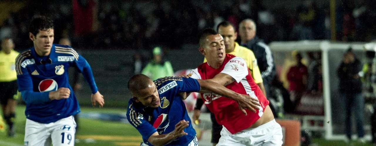 Edwin Cardona entró a controlar el balón con los pies y a sus rivales con las manos, a veces se le olvida jugar y se dedica a pelear