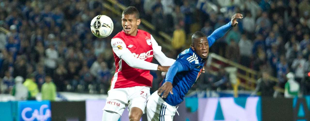 Francisco Meza tuvo un gran primer tiempo y evitó que Cosme rematara algunas opciones de gol