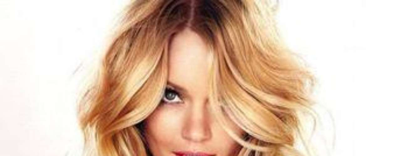 Lindsay Ellingson es la bellísima rubia californiana imagen de VS Attractions. Lindsay que ha modelado para grandes firmas como Christian Dior, Chanel , Dolce & Gabbana , Gucci y Valentino También ha encabezado las portadas de revistas, Vogue, Marie Claire, Elle, GQ, y D Magazine.